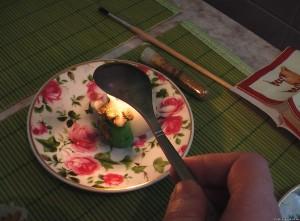 Ложка над свечой