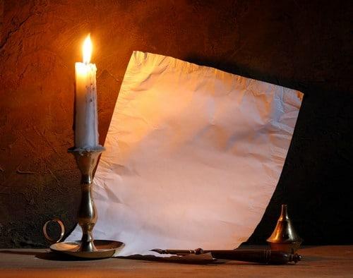 Свеча с бумагой
