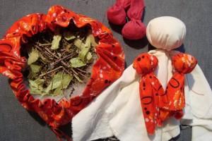 Кукла-травница с травами
