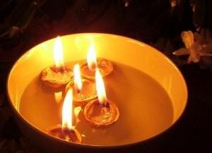 Плавающие свечи в ореховой скорлупе