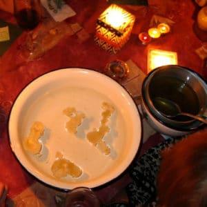 Воск свечи в воде