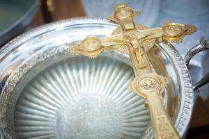 Чаша и крест