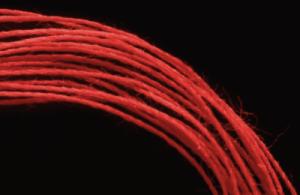 Заговор на красную нить: ворожим на амулет правильно