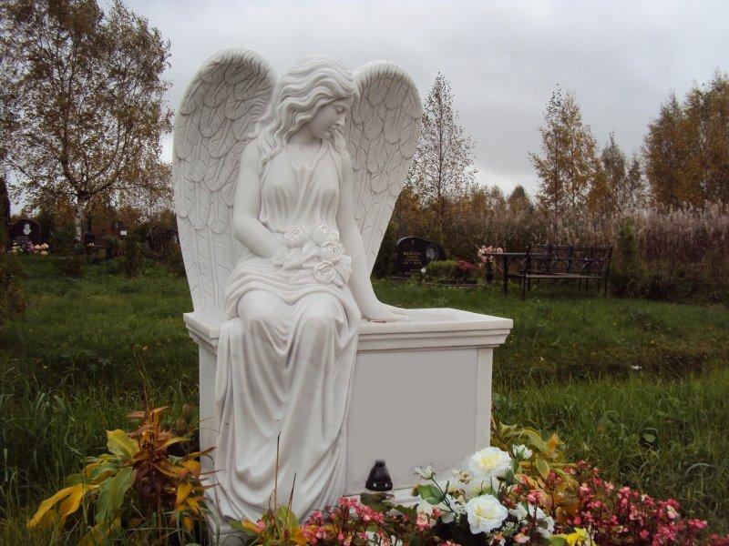 Ангел на могиле