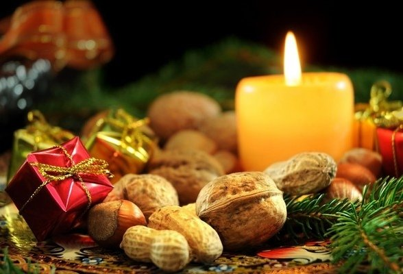Подарки и свеча