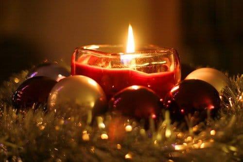 Свеча и украшения