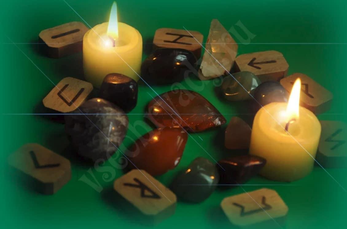 камешки, руны, свечи