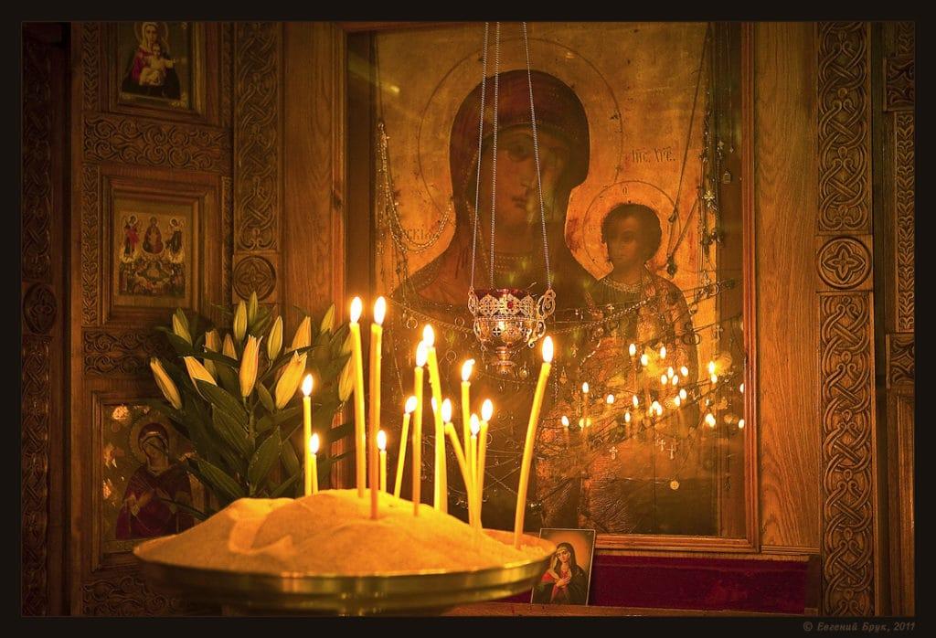 Икона и свечи